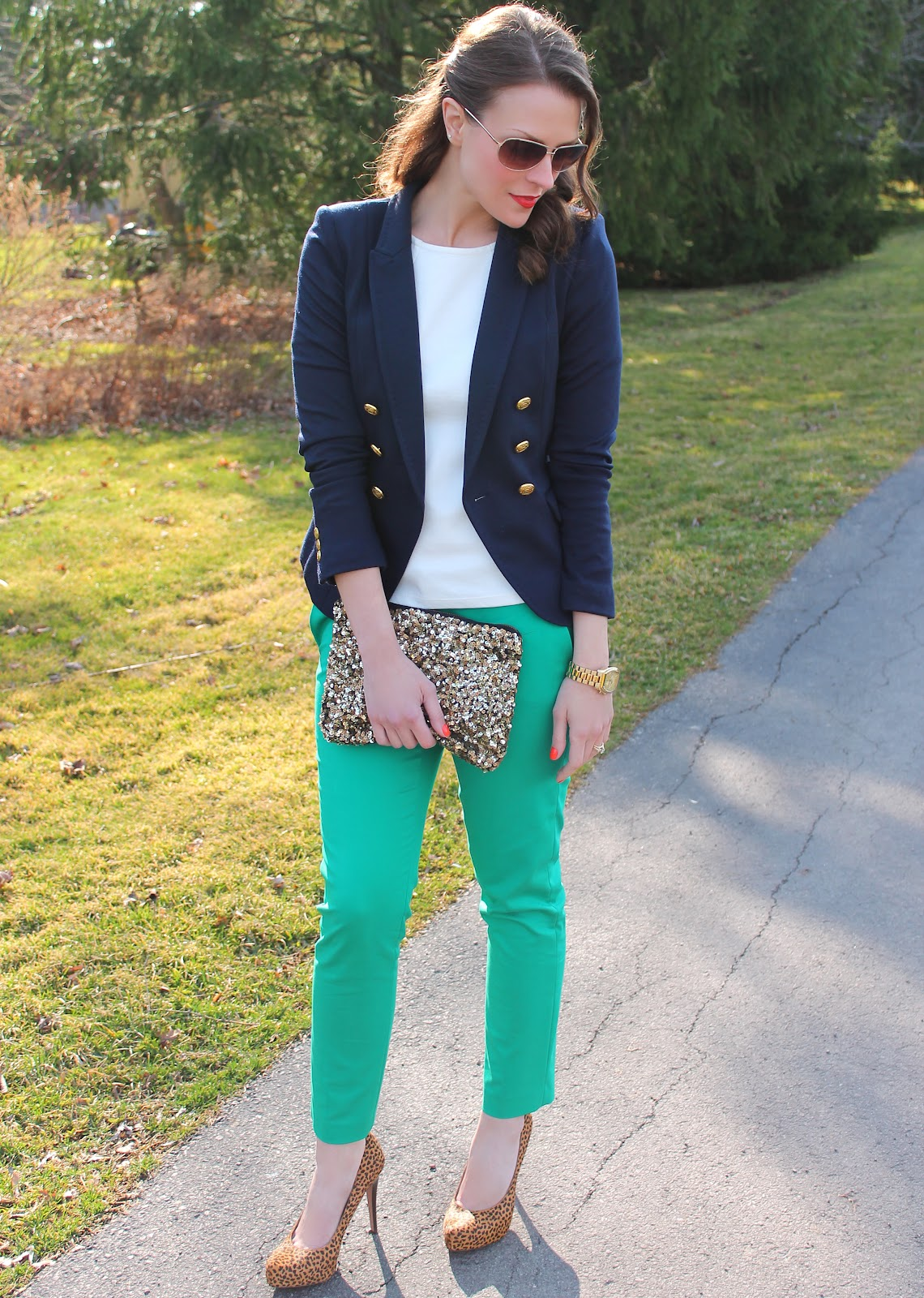 What to wear with green pants at work - 10 outfit ideas